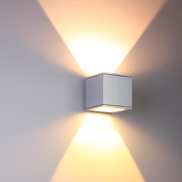 Surface luminaires matrix wall light www for Luminaire outdoor